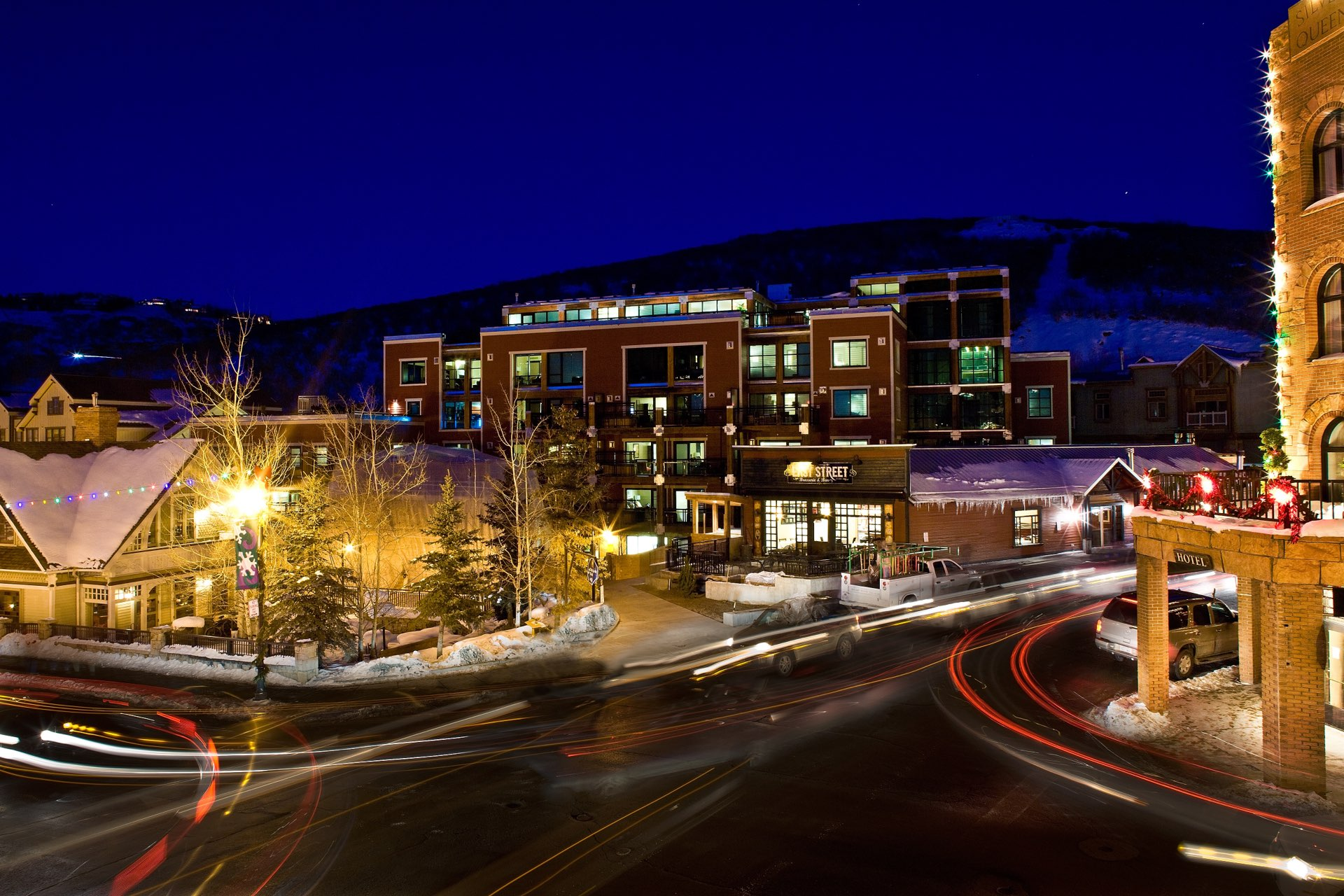Sky Lodge on Main at night, architectural design by Elliott Workgroup