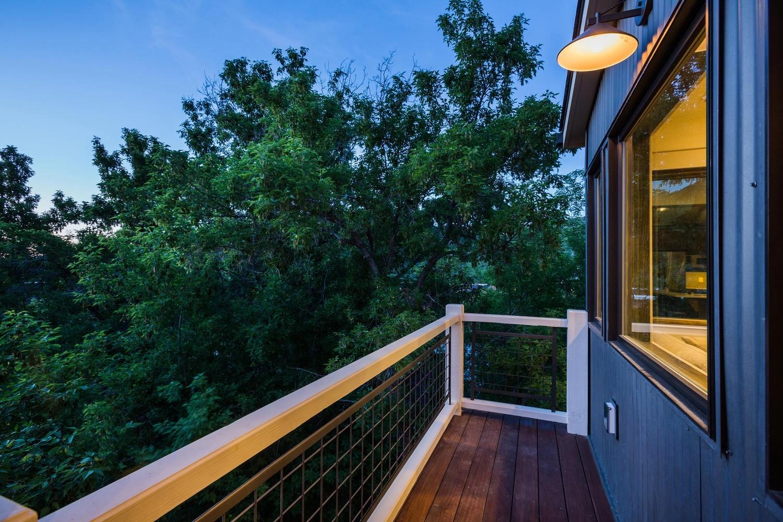 Norfolk Ave 1, balcony - architectural design by Elliott Workgroup