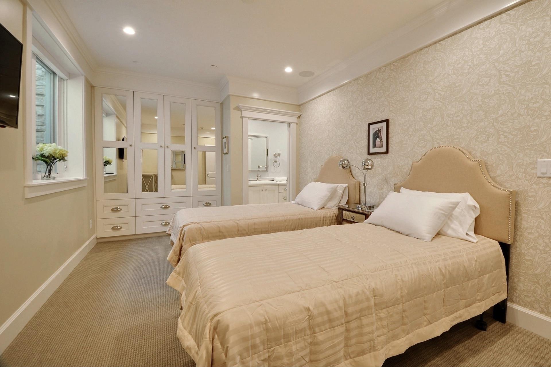 Woodside Avenue, bedroom - architectural design by Elliott Workgroup